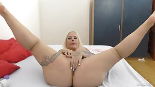Big arse comme �a oiled and arse fucked in perfect POV