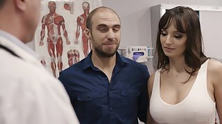 Fucking hot patient Lexi Luna gets her mouth and pussy fucked during examination