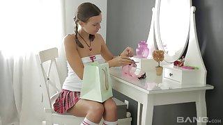 Solo model Bon-bons Julia makes ourselves cum with a vibrator. HD