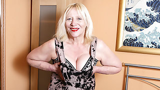 Raunchy British Housewife Effectuation With Her Hairy Snatch - MatureNL