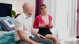 Stepmommy Lexi Luna teaches boy someone's skin merits for satisfying a woman properly