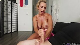 Blonde matured wants some sperm exposed to those fine melons