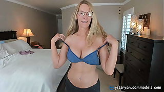 Milf Camgirl Jess Ryan Gives An Honest Dig up Rating for Mr Thick