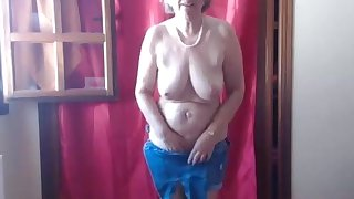 Hot matured mom loves her vibrator out-think all