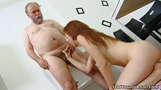 Old teacher knows how to indicate pupil Sveta to shot anal sex for the first maturity